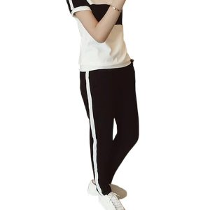 Women's sports set with short sleeves and round neck.